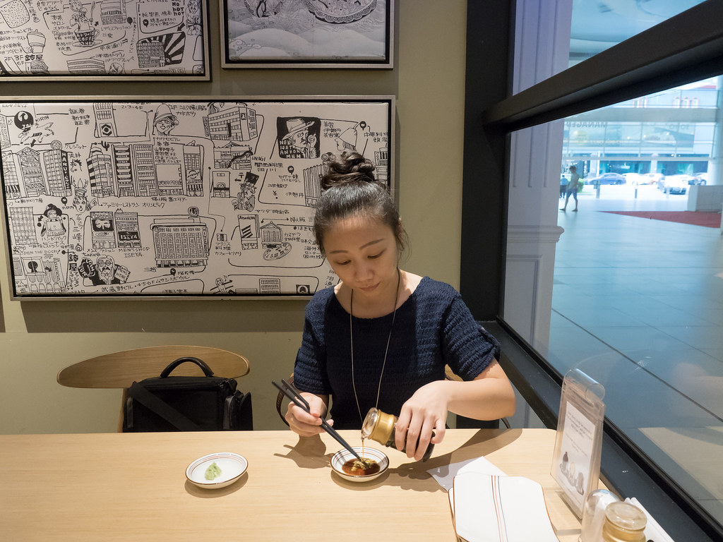 Laupoh preparing wasabi sauce at Aoki-Tei Japanese Restaurant (青木亭放题)
