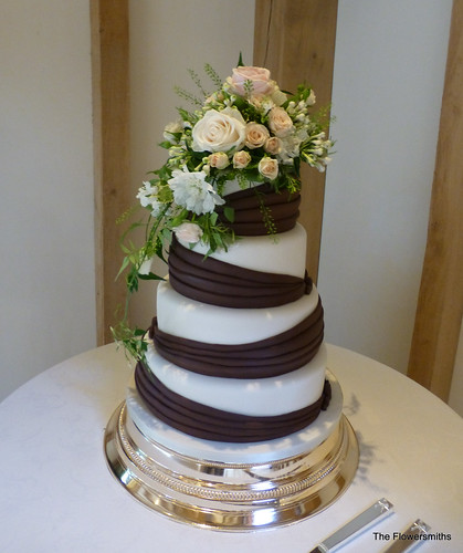 Wedding Flowers Kent: Wedding Cake Floral Design By The Flowersmiths Kent