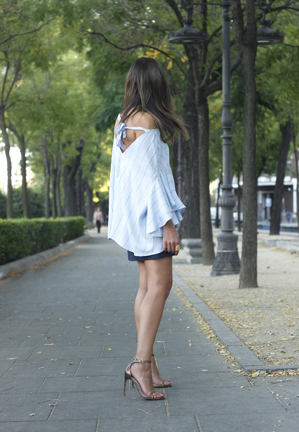 Blue Striped Tie V Back Ruffle Sleeve Blouse blue skirt bronze heels outfit style fashion02