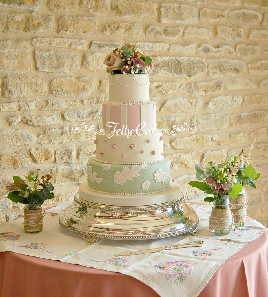 Pink and Green Vintage Wedding Cake | All set up with the fr… | Flickr