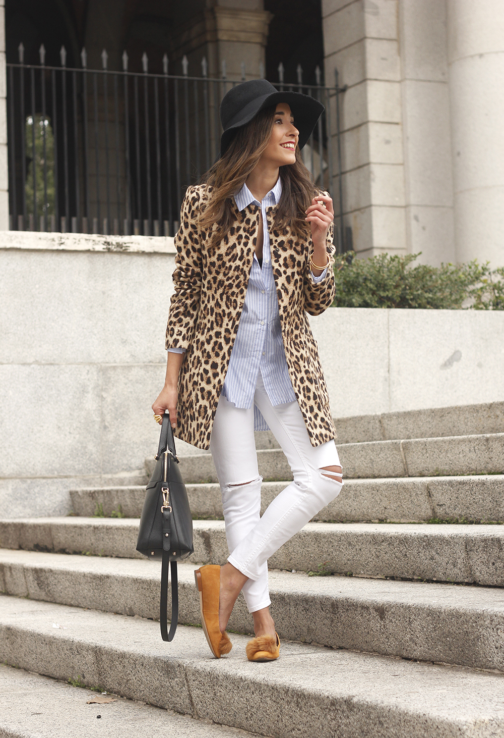 Leopard print coat white ripped jeans flats accesories black hat furla bag aristocrazy ring outfit style10