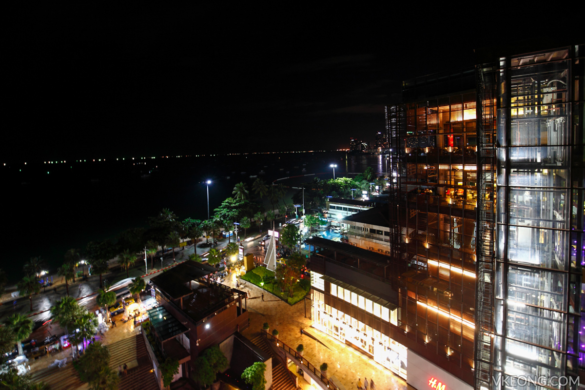 Edge Hilton Pattaya Buffet View of Beach and Central Festival Mall