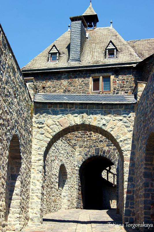 На входе в крепость