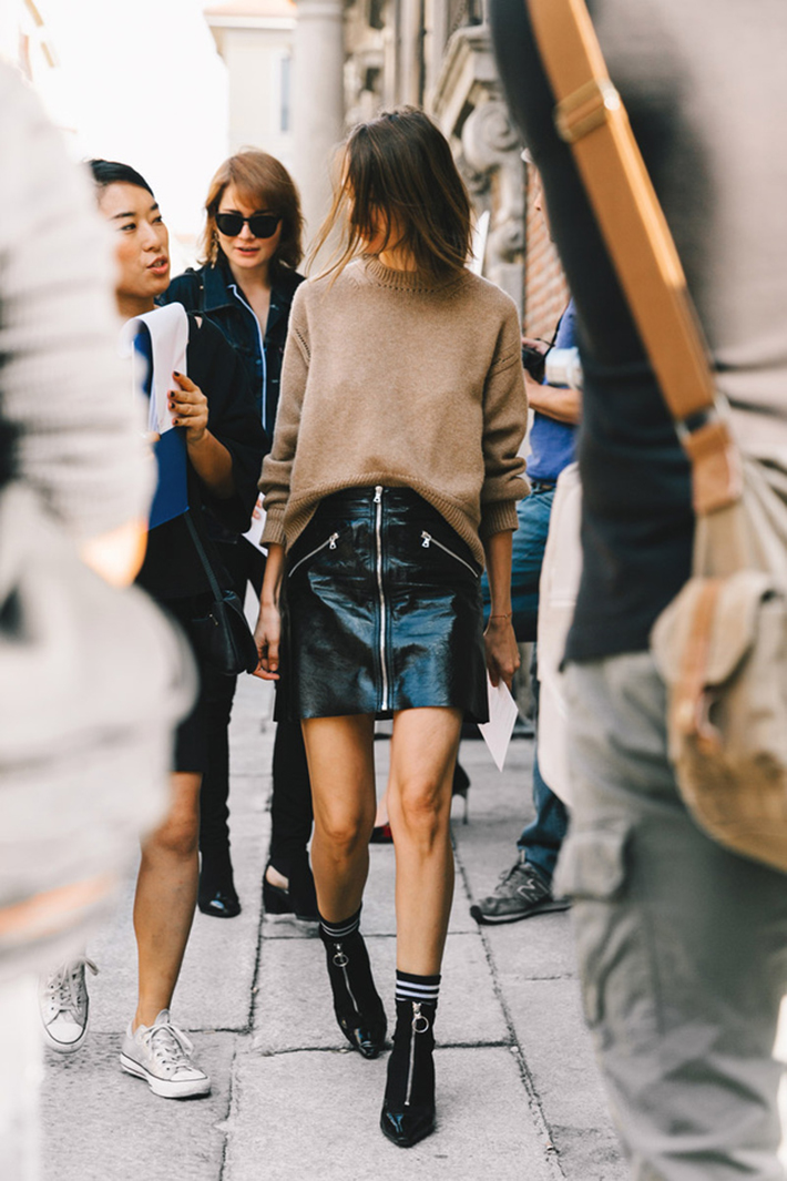 Autumn streetstyle coats sweaters rainy day outfit accessories style fashion trend9