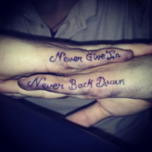 Tatuaje De Los Dedos Never Give In Never Back Down Tatto Flickr