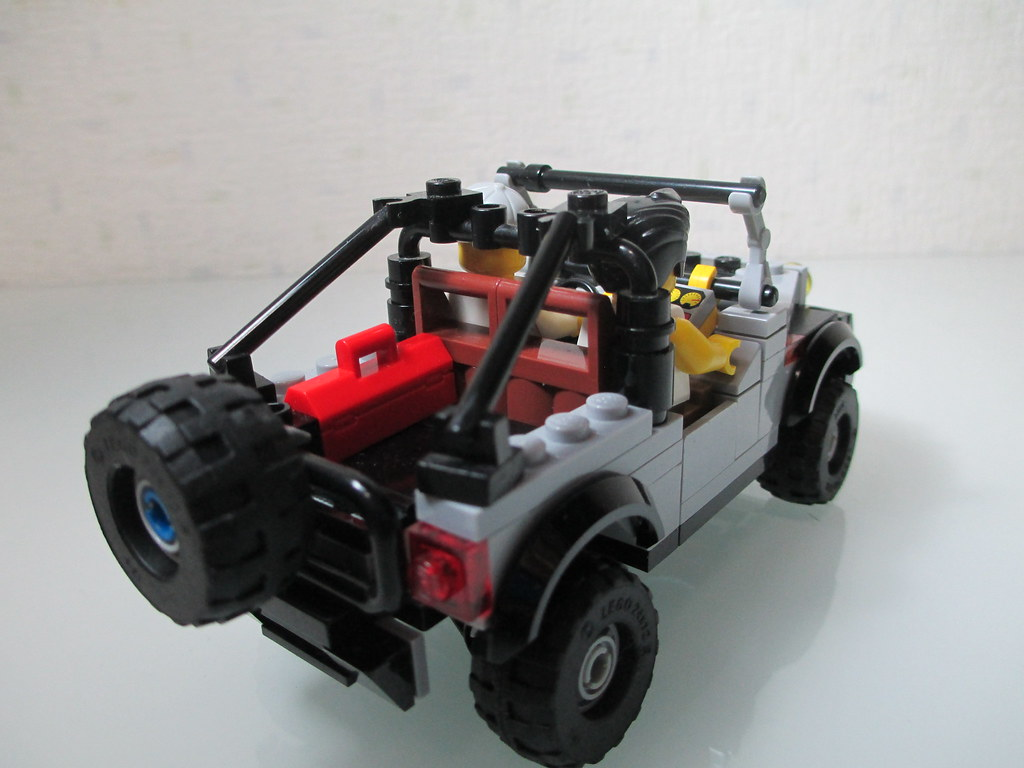 Lego Jeep Wrangler 6 Studs Widets 2 Minifigs Equipped Flickr