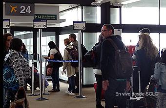 SCL pasajeros embarque puerta 24 (RD)