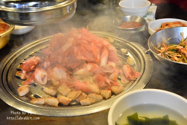 韓國首爾美食|新村食堂새마을식당–地鐵明洞站6號出口,ETUDE HOUSE樓上,首爾必吃的連鎖烤肉店!