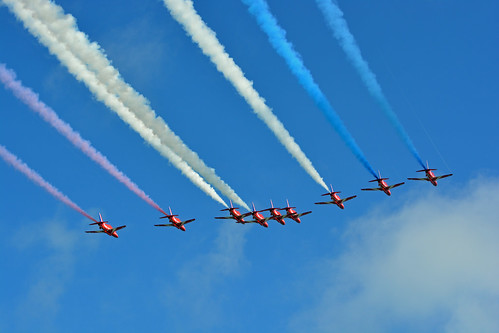 The Red Arrows (Big Battle Formation) - Airbourne, Eastbourne, August 2013 | by vic_burton