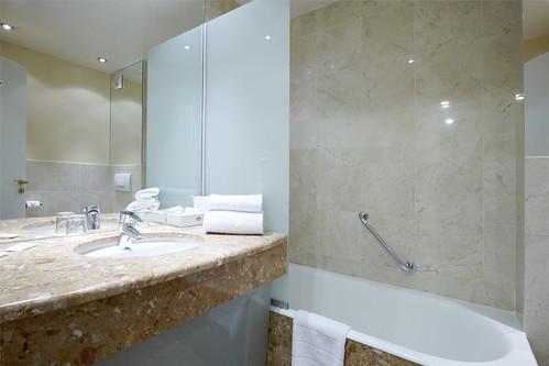 Salle de bain h tel paris neuilly h tel paris neuilly for Salle de bain hotel