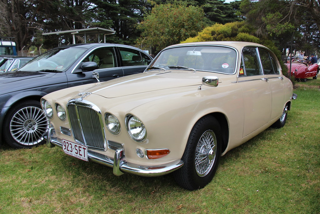 1967 jaguar 420 saloon the 420 was developed from the s ty flickr rh flickr com