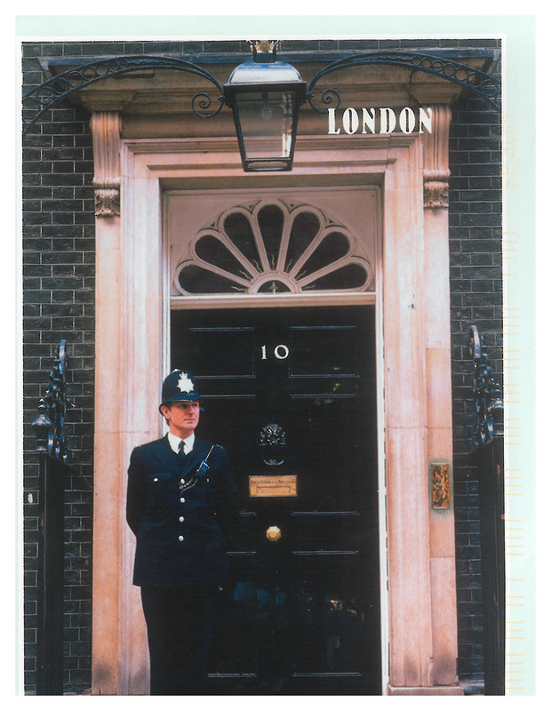 Police - UK - policeman at 10 Downing Street - Canada World RR group A2 - Elcmae