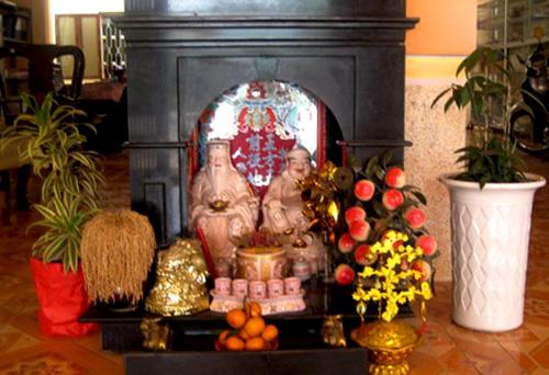 Thắp nhang bàn thờ Thần Tài, Ông Địa đúng cách để tiền vào như nước, làm ăn thuận lợi