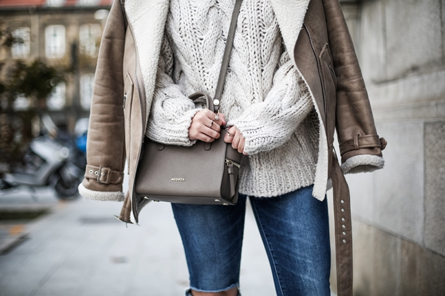 Ripped-jeans-La-Redoute-White_Knit-Snake_Effect_Booties-Acosta-Carmen-_Bag-Outfit-Street_Style2