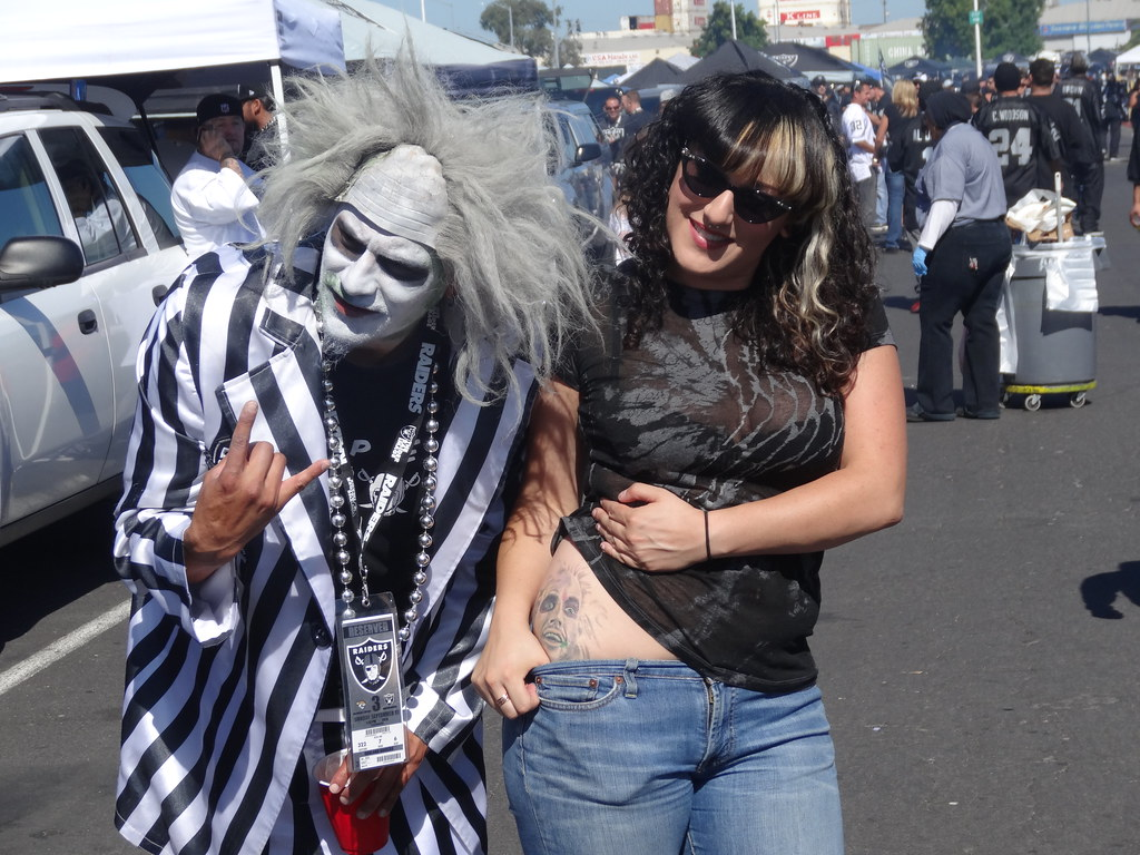 Loletlejuice and his wife were at the raidersjagua flickr beetlejuice and his wife were at the raidersjaguars voltagebd Image collections