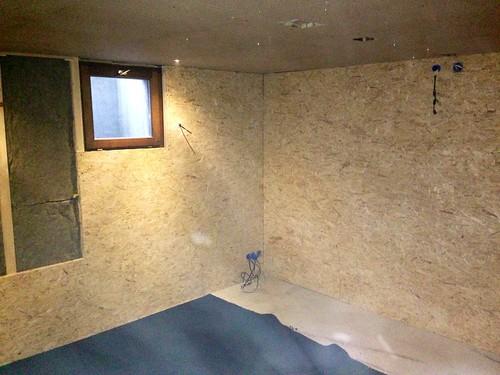 osb et moquette noir pour les murs jmjoerg flickr. Black Bedroom Furniture Sets. Home Design Ideas