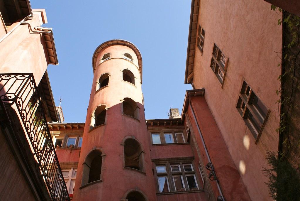 La Tour Rose à Lyon dans le quartier de Saint Jean : On se croirait en Toscane.