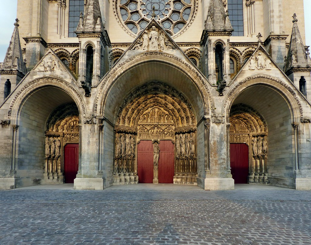 laon cathedral in laon placed on a ridge and overlookin flickr