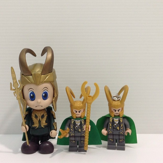 ... Hot Toys Marvel Avengers Assemble Cosbaby Loki U0026 Lego Marvel Super  Heroes Loki Minifigure + Keychain