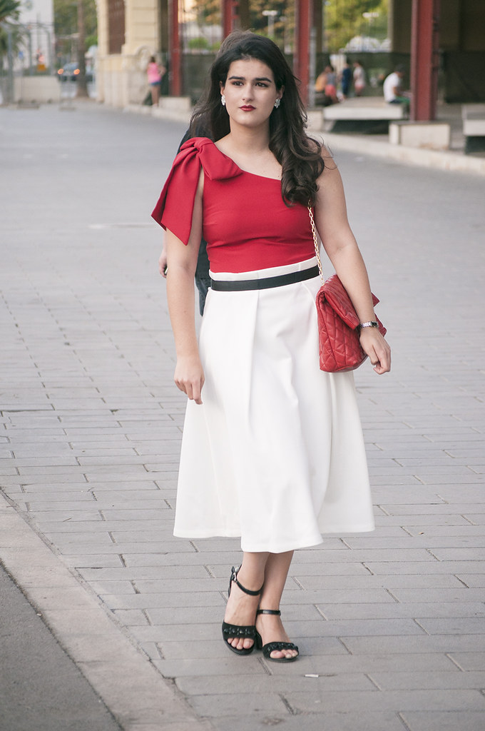 somethingfashion blogger, Valencia, Puerto de Valencia, one shoulder red top, moda Spain