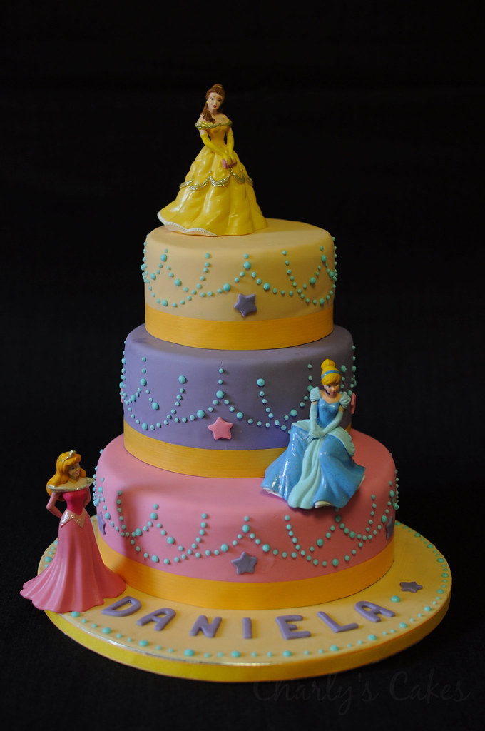 Princess Cake! · Tarta de princesas | Bizcochos de Yogurt na… | Flickr
