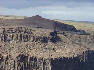 053 Rode heuvel aan westkant kloof