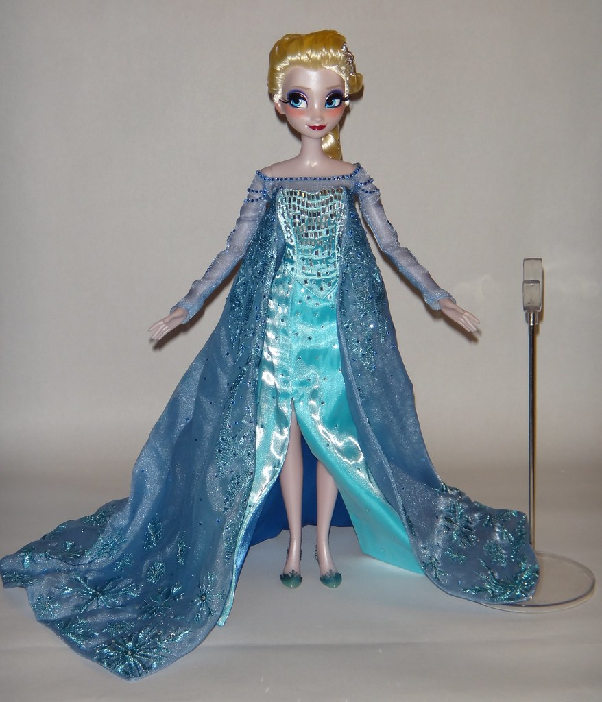 Frozen review: disney store d23 limited edition elsa costume.