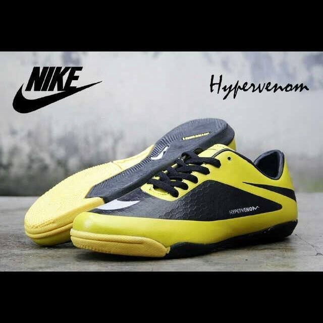 Ready futsal shoes nike hypervenom made italy& CR7 sz39 43
