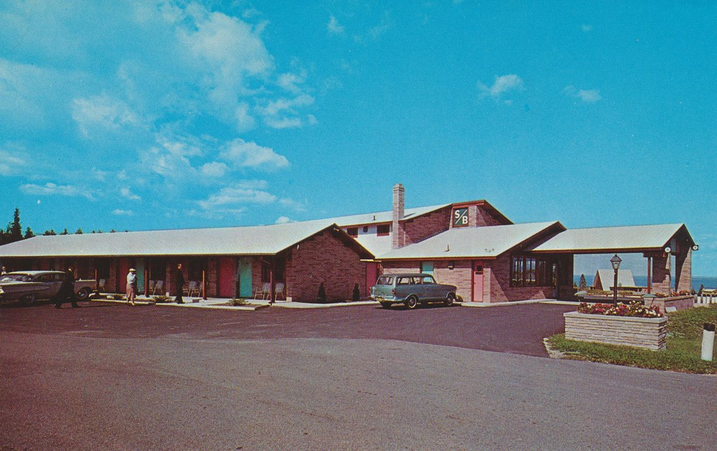 Straits Breeze Motel - St. Ignace, Michigan