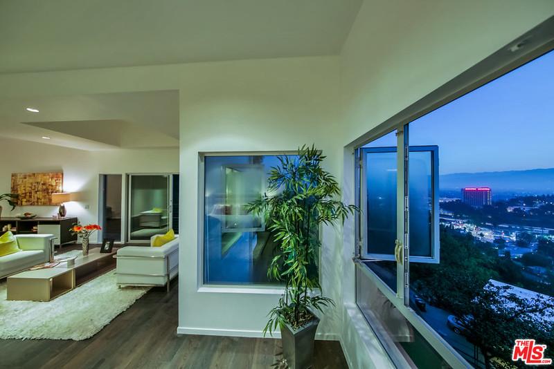 Комната с красивым видом на Лос-Анджелес