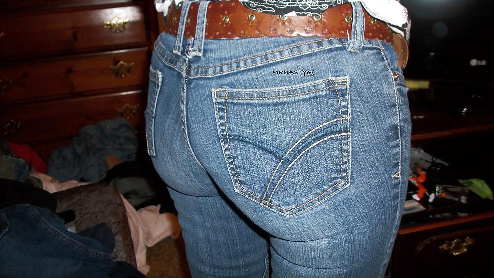 Milf booty in jeans