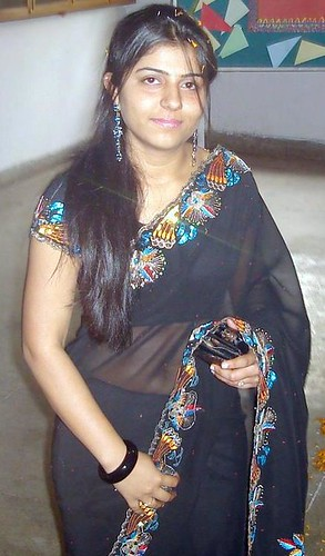 Desi Sexy Indian Aunty Hot Picture 6  More Pictures At    Flickr-1389