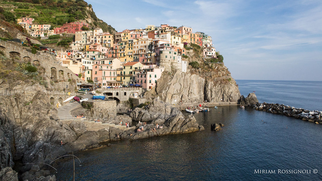 cinque-terre-manarola-harbour-photo-miriam-rossignoli-local-photographer-sea