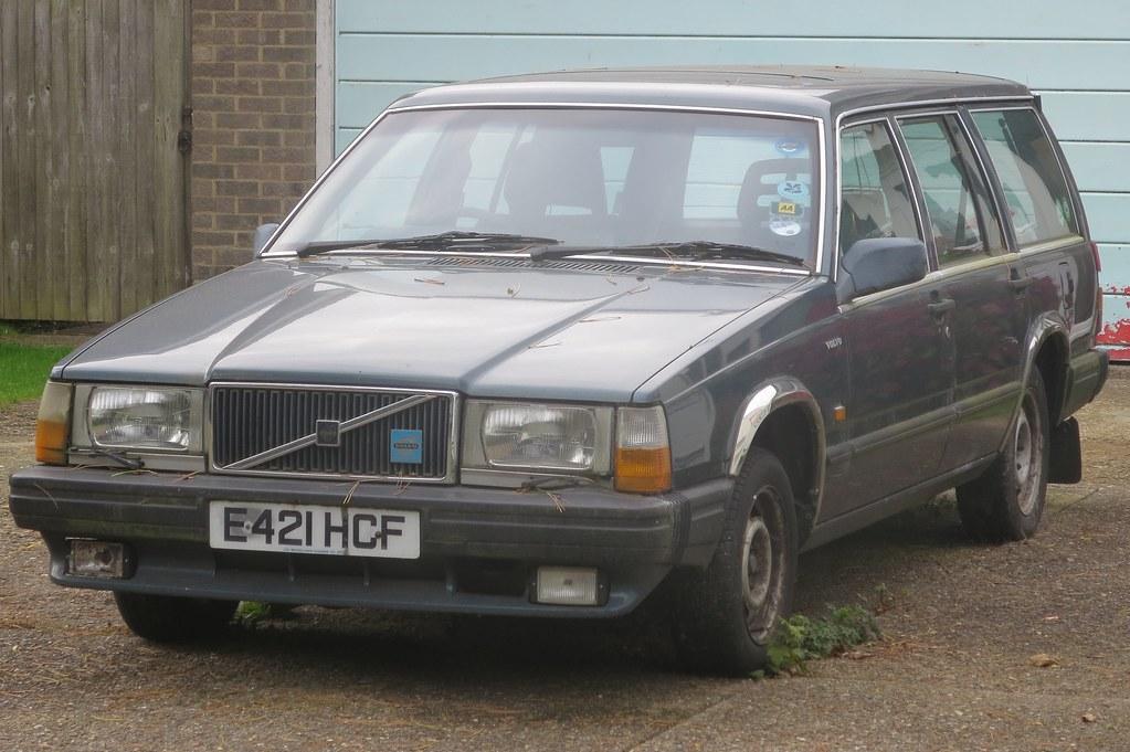 1988 Volvo 740 GLE auto estate | Seen in Horley, Surrey. Reg… | Flickr