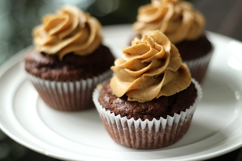 Dark chocolate cupcakes with Biscoff speculoo cookie butte ...
