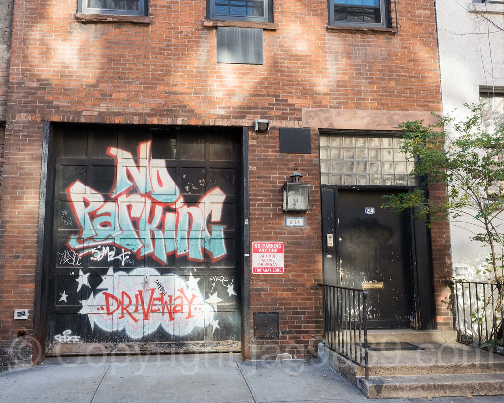 No Parking Driveway Graffiti Garage Door Kips Bay New Yo Flickr