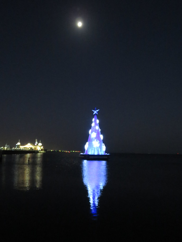 the geelong floating christmas tree 2015 by as 1979