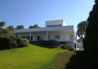 House rt sotogrande vista desde el jard n n a for Arquitecto sotogrande