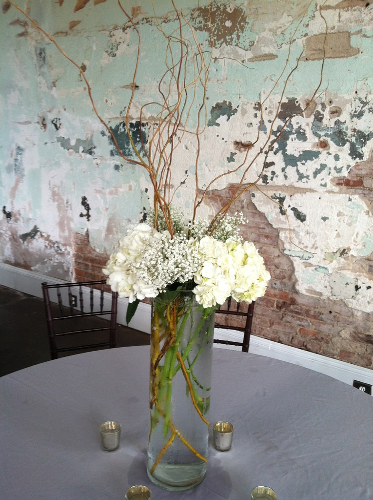 Guest Table Cylinder Vase Curly Willow Hydrangeas Se Flickr
