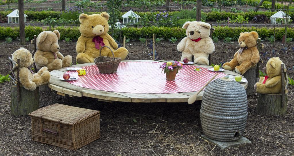 ... 140520_365_Teddy Bearsu0027 Picnic   By Damien Walmsley