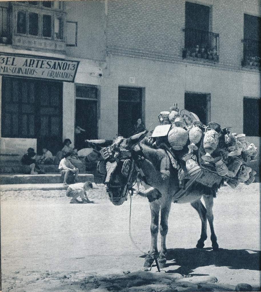 Un burro de un vendedor de cerámica de Toledo en la primavera de 1955. Fotografía de Cas Oorthuys © Nederlands Fotomuseum, Rotterdam