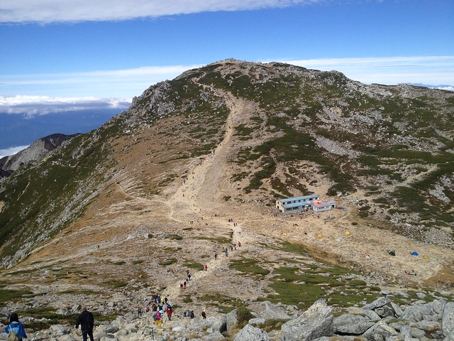 木曽駒ヶ岳 中岳山頂より頂上山荘・木曽駒ヶ岳