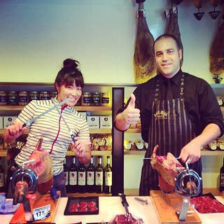 イエイ!調子に乗ってすぐ友達つくる。Hanging out at the ham shop + tasting all kinds of ham w champaign + making new gourmet friend. YAY! #reservaiberica #ham #barcelona #gourmetcentury  #charriescafe | by ♥ Rie ♥