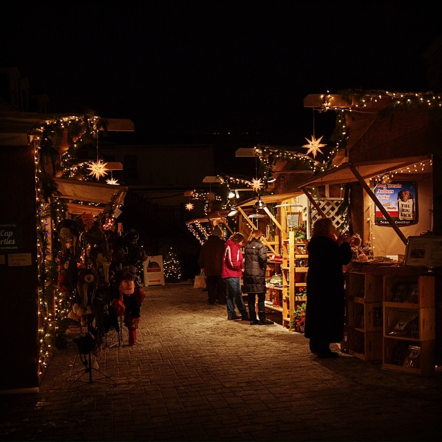 evening shopping at christmas city village in bethlehem lehighvalley igbethlehem iglehighvalley