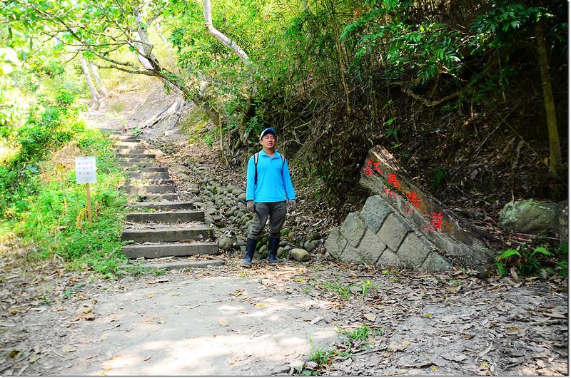 水山頂山登山岔路 1