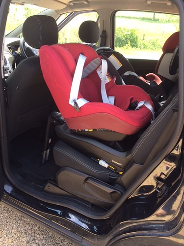 maxi cosi 2way pearl in a ford s max 2010 securatot flickr. Black Bedroom Furniture Sets. Home Design Ideas