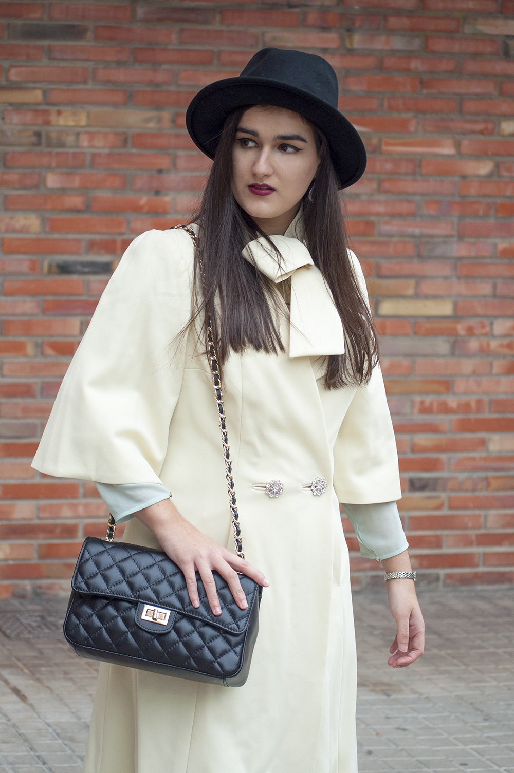 somethingfashion blogger vintage outfit valencia VLC spain, la sra henderson white coat, revamp antique old fashion clothes DIY how to
