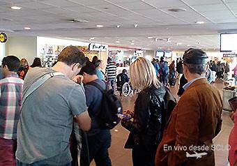 Fila de pasajeros hall publico para embarque oct 2016 (RD)