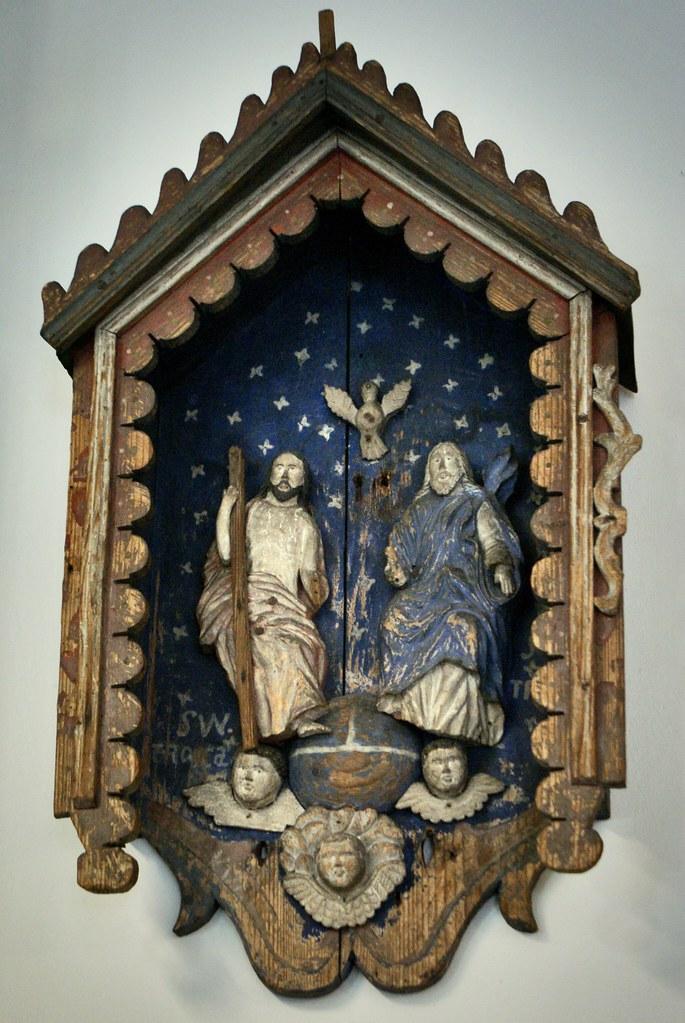 Statue religieuse en bois et art populaire dans le musée des Tatras à Zakopane.