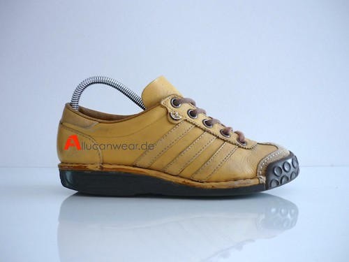 VINTAGE ADIDAS BERMUDA LEISURE SPORT SHOES